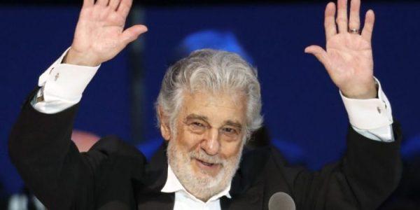 La derecha española sigue blanqueando a Plácido Domingo, ahora más porque puso voz al himno patrio