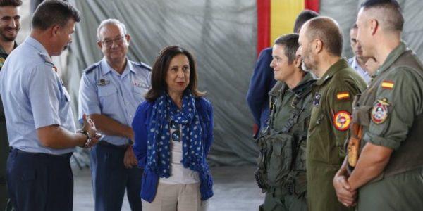 La ministra Robles (PSOE) quiere subir -otra vez- el salario de los militares mientras el salario mínimo sigue congelado