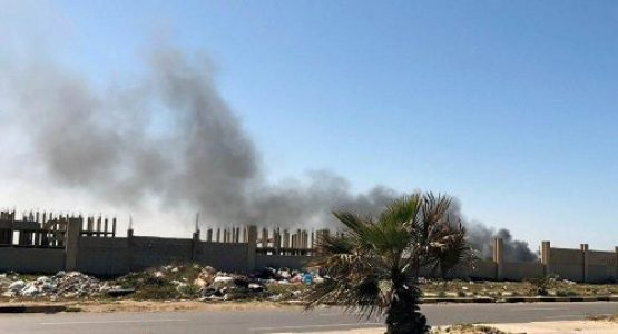 Libia: Fuertes bombardeos contra el aeropuerto Mitiga en Trípoli