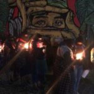 """México. Con velas en mano, mujeres zapatistas exigen """"muerte a los gobiernos machistas"""""""