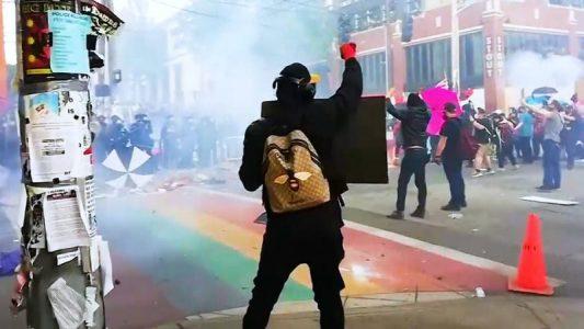 Manifestantes establecen una zona autónoma en Seattle alrededor de una comisaría mientras la policía se retira – La otra Andalucía