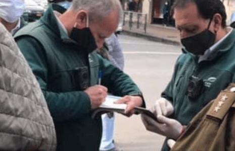 Nación Mapuche. Inspector municipal que asedia a hortaliceras en Temuco
