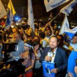 Perú.Disputas en el Frepap: facciones pelean por bienes y túnicas patentadas