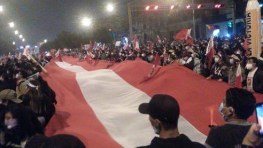 Perú: Casi cien mil votos de ventaja del izquierdista Pedro Castillo, prácticamente aseguran su victoria