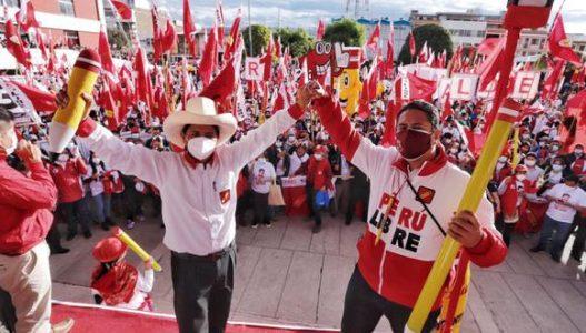 Perú. La campaña electoral mezcla macartismo y clasismo contra Pedro