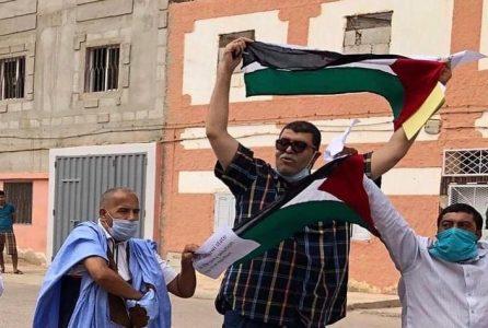 Un grupo de mujeres activistas organizaron este sábado una manifestación pacífica en el centro de la capital saharaui con motivo del Día Internacional de las Víctimas de Desaparición Forzada, que se celebra el 30 de agosto de cada año.