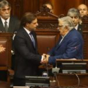 Uruguay. Asumió el derechista Lacalle Pou /El referente del Frente Amplio declaró que «apostarán al diálogo constructivo»