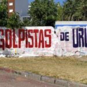 Uruguay. Repudian presencia de gobernantes golpistas en la asunción de Lacalle Pou / Concentraciones, pintadas y pancartas en Montevideo